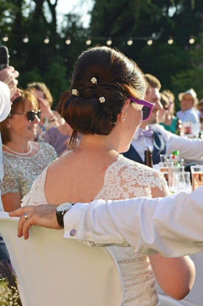 Je suis coiffeuse à domicile dans l'herault dans le departement du 34 et je suis spécialiste dans le chignon de la mariée